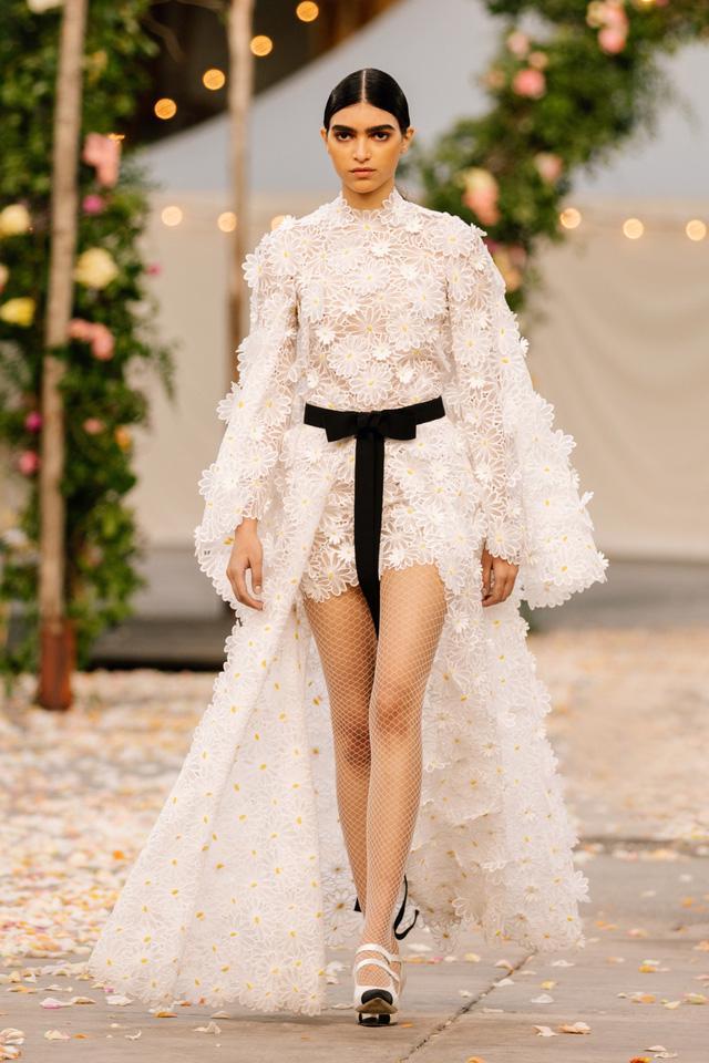 BST Xuân Hè 2021 của Chanel: vẻ thoải mái xa xỉ của thời kỳ giãn cách - Ảnh 12.