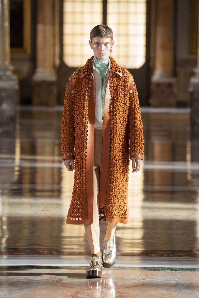 BST Haute Couture 2021 của Valentino: lần đầu tiên có trang phục cho nam giới - Ảnh 11.