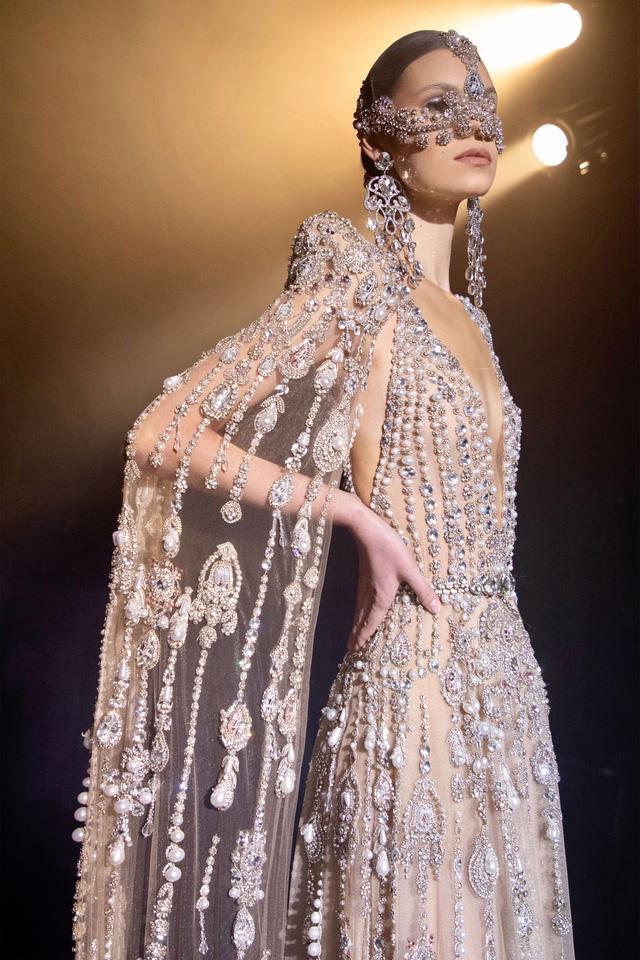 BST Haute Couture Xuân Hè của Elie Saab: nhà hát của giấc mơ - Ảnh 13.