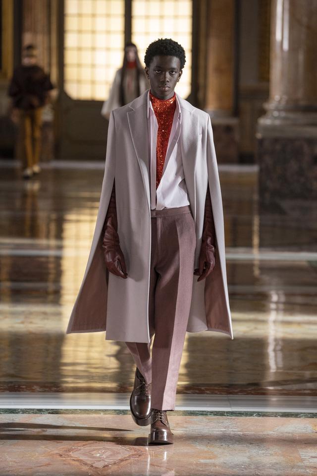 BST Haute Couture 2021 của Valentino: lần đầu tiên có trang phục cho nam giới - Ảnh 10.