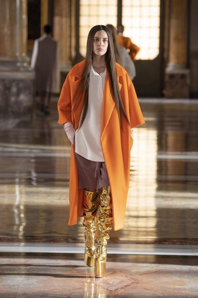 BST Haute Couture 2021 của Valentino: lần đầu tiên có trang phục cho nam giới - Ảnh 1.