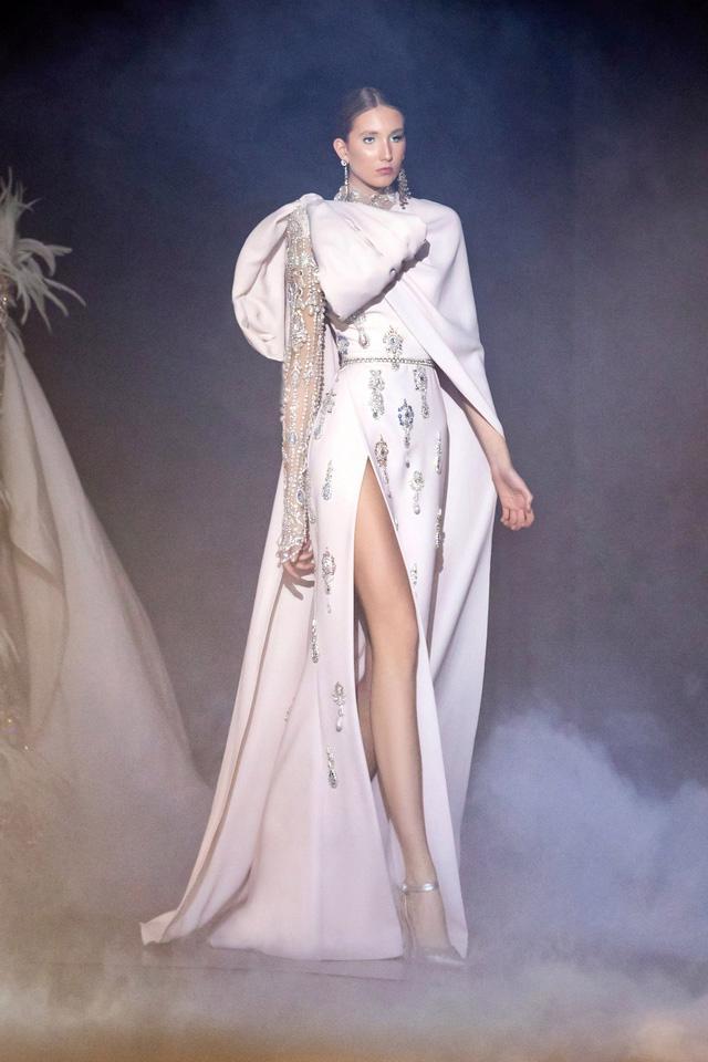 BST Haute Couture Xuân Hè của Elie Saab: nhà hát của giấc mơ - Ảnh 12.