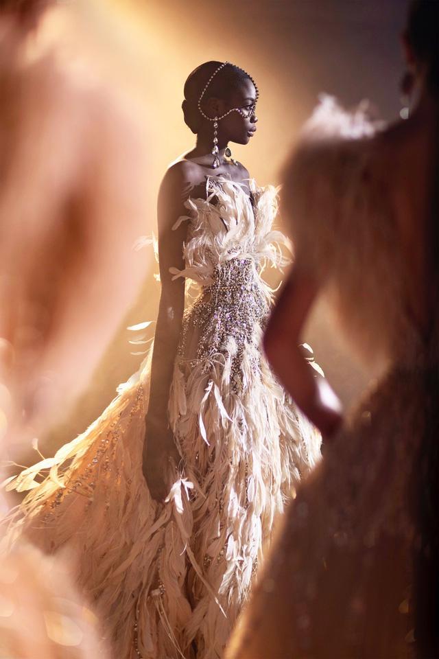 BST Haute Couture Xuân Hè của Elie Saab: nhà hát của giấc mơ - Ảnh 11.