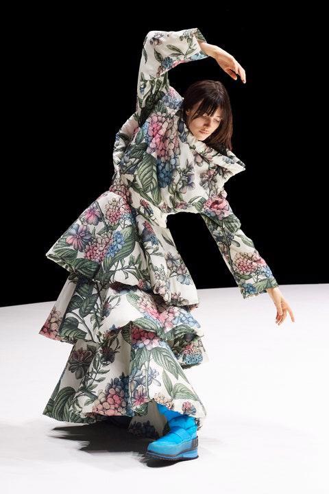 BST Thu – Đông 2021 của Kenzo: sự tự do đầy màu sắc - Ảnh 1.