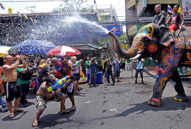 Thái Lan sẽ tổ chức lễ hội té nước Songkran 2021 - Ảnh 2.