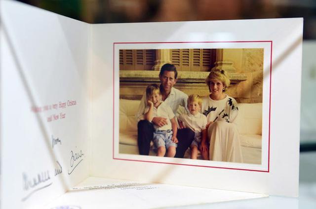 Những tấm thiệp Giáng sinh đẹp nhất qua các năm của hoàng gia Anh - Ảnh 12.