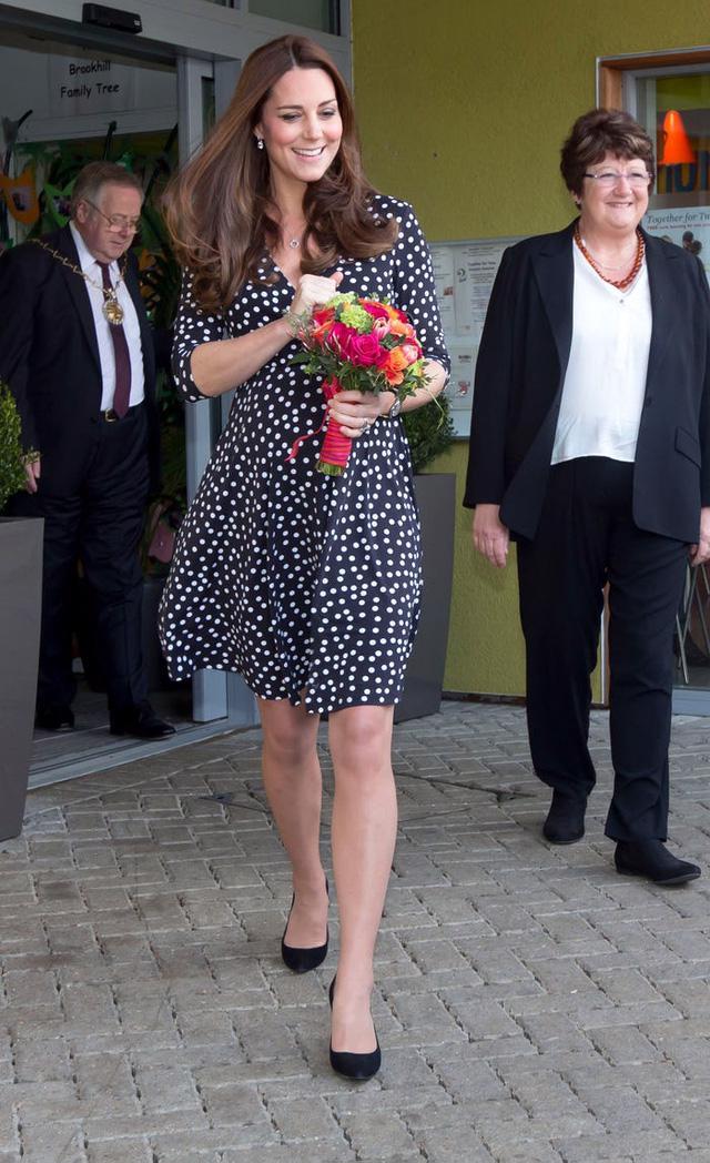 Những trang phục có giá dưới 100 đô la của công nương Kate Middleton - Ảnh 12.