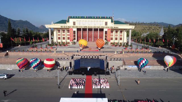 Đến Lai Châu khai mạc giải dù lượn và ngắm khinh khí cầu - Ảnh 3.