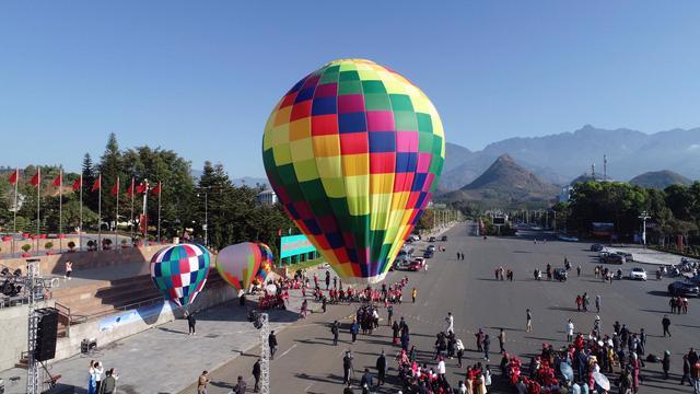 Đến Lai Châu khai mạc giải dù lượn và ngắm khinh khí cầu - Ảnh 4.