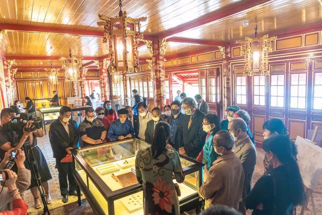 Tới lầu Ngũ Phụng ngắm cổ vật thời hoàng đế Minh Mạng - Ảnh 3.