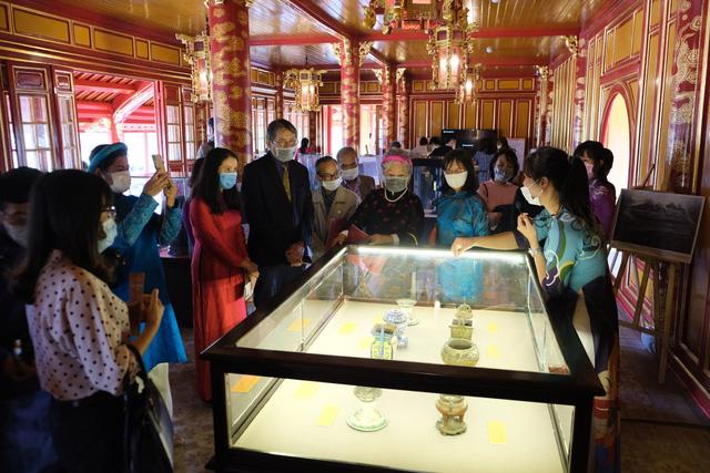 Tới lầu Ngũ Phụng ngắm cổ vật thời hoàng đế Minh Mạng - Ảnh 2.