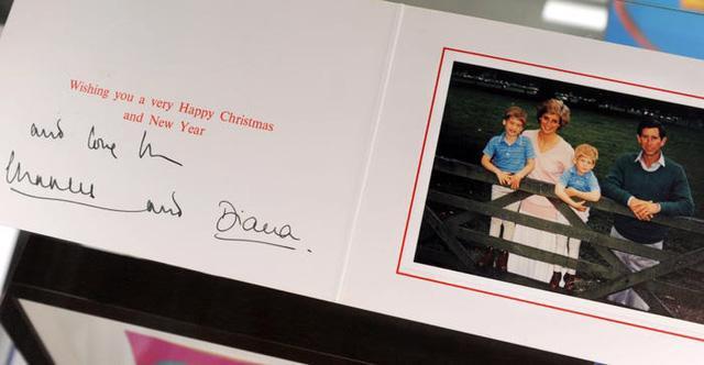Những tấm thiệp Giáng sinh đẹp nhất qua các năm của hoàng gia Anh - Ảnh 14.