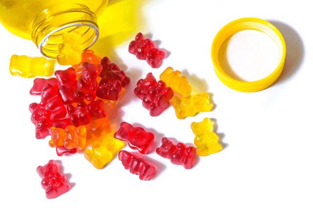 Thận trọng khi bổ sung vitamin dạng kẹo dẻo - Ảnh 2.