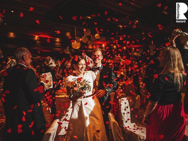 Những bức ảnh cưới ấn tượng nhất năm 2020 - Ảnh 1.