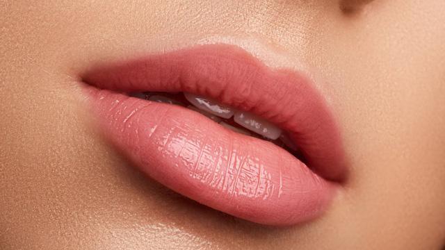Tẩy da chết cho môi bằng một thứ gian bếp nào cũng có sẵn - Ảnh 1.