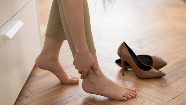 Những bài tập hoàn hảo để giảm đau chân - Ảnh 1.
