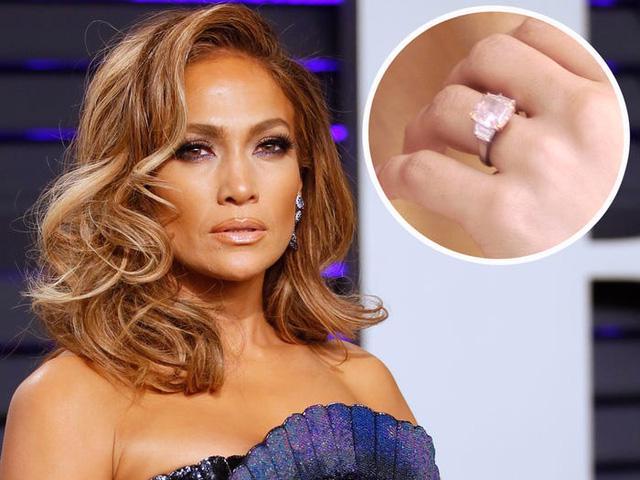 11 chiếc nhẫn đính hôn độc những người nổi tiếng từng đeo - Ảnh 1.