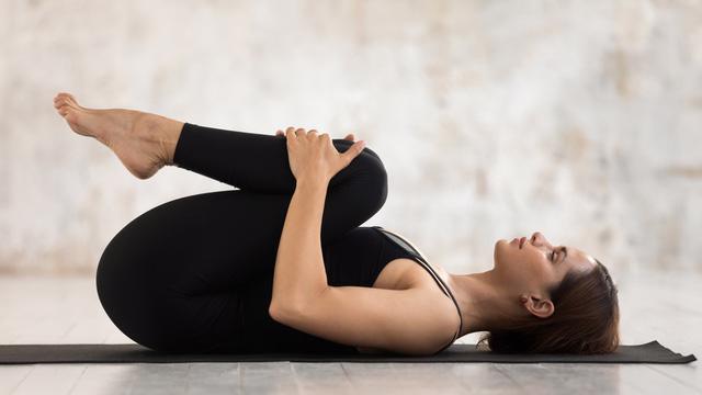 Những tư thế yoga chữa chứng khó chịu ở dạ dày - Ảnh 1.