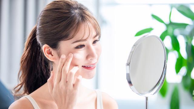 Vì sao bạn nên sử dụng sản phẩm chăm sóc da chống ánh sáng xanh? - Ảnh 1.