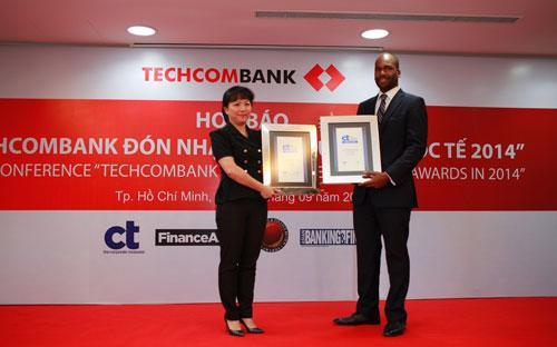 Techcombank nhận 10 giải thưởng quốc tế 2