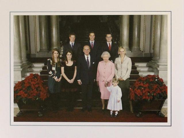 Những tấm thiệp Giáng sinh đẹp nhất qua các năm của hoàng gia Anh - Ảnh 23.