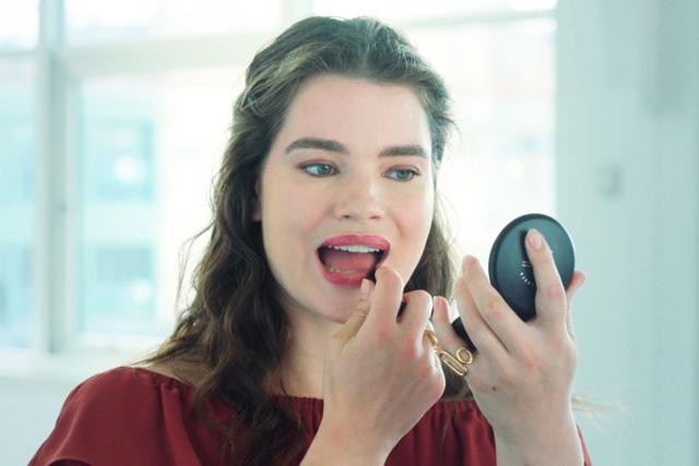 5 bước để có một đôi môi tô son đỏ hoàn hảo - Ảnh 3.