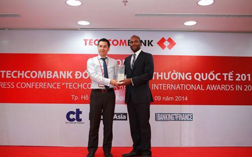 Techcombank nhận 10 giải thưởng quốc tế 3