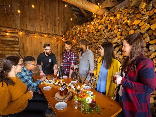 Ghé thăm một trang trại ở Canada để nếm thử xi-rô phong - Ảnh 2.