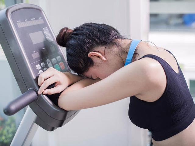 9 dấu hiệu cho thấy việc tập luyện của bạn đang thực sự gây hại - Ảnh 2.