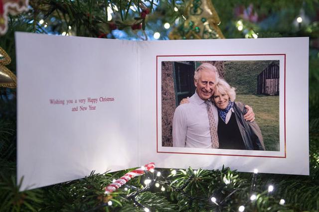 Những tấm thiệp Giáng sinh đẹp nhất qua các năm của hoàng gia Anh - Ảnh 27.