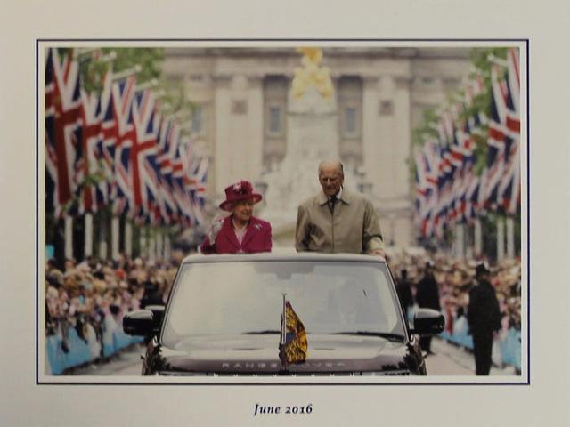 Những tấm thiệp Giáng sinh đẹp nhất qua các năm của hoàng gia Anh - Ảnh 30.