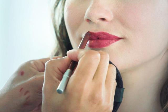 5 bước để có một đôi môi tô son đỏ hoàn hảo - Ảnh 4.