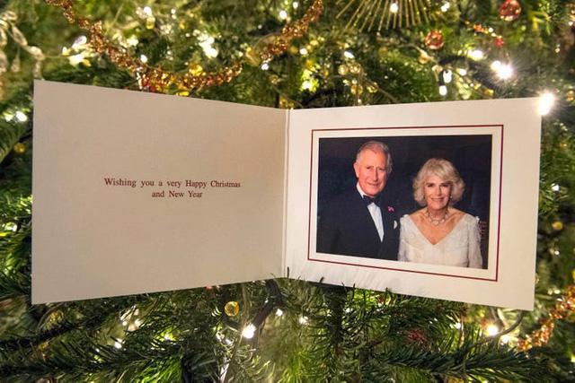 Những tấm thiệp Giáng sinh đẹp nhất qua các năm của hoàng gia Anh - Ảnh 33.