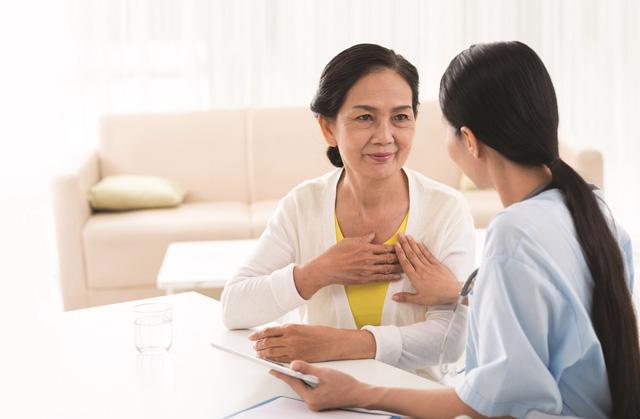 Bệnh tim mạch ở phụ nữ: Cẩn trọng thời kỳ mãn kinh - Ảnh 1.