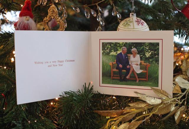 Những tấm thiệp Giáng sinh đẹp nhất qua các năm của hoàng gia Anh - Ảnh 35.