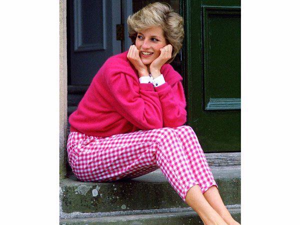 3 mẫu áo len Công nương Diana từng diện giờ đang hot trở lại - Ảnh 3.