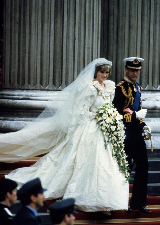 10 điều đặc biệt về chiếc váy cưới của Công nương Diana - Ảnh 3.