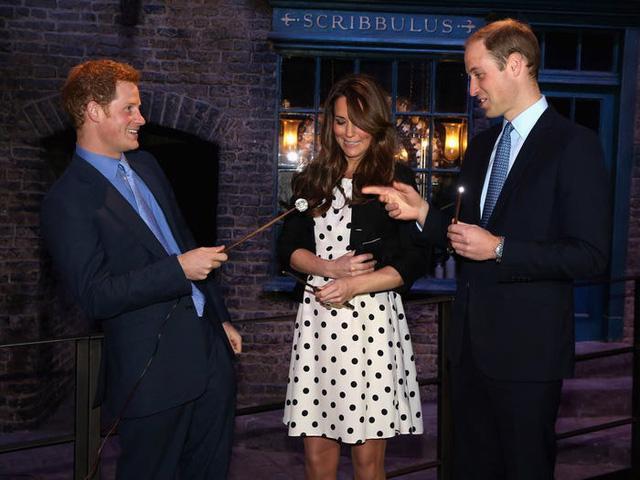 Những trang phục có giá dưới 100 đô la của công nương Kate Middleton - Ảnh 3.