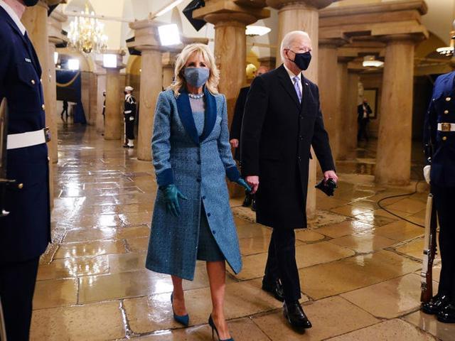 7 chiếc áo khoác đẹp nhất trong ngày nhậm chức của ông Biden - Ảnh 3.