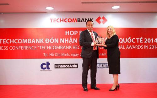 Techcombank nhận 10 giải thưởng quốc tế 4