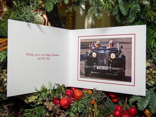 Những tấm thiệp Giáng sinh đẹp nhất qua các năm của hoàng gia Anh - Ảnh 38.