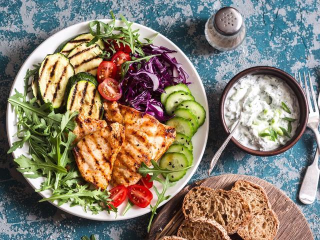 Chế độ ăn Địa Trung Hải đứng đầu bảng xếp hạng dinh dưỡng cho sức khỏe - Ảnh 2.