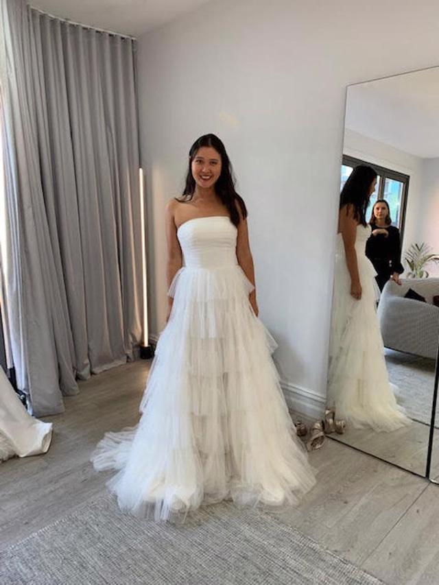 Hành trình chọn váy cưới của một cô dâu người Úc - Ảnh 4.