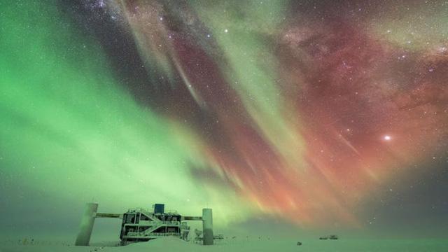 10 bức ảnh tuyệt đẹp về Bắc cực quang sẽ khiến bạn cảm thấy như đang cắm trại dưới các vì sao - Ảnh 4.
