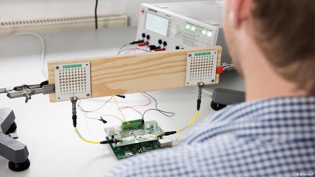 Nhiều thiết bị cảm biến phát hiện đột quỵ sắp thành hiện thực - Ảnh 1.