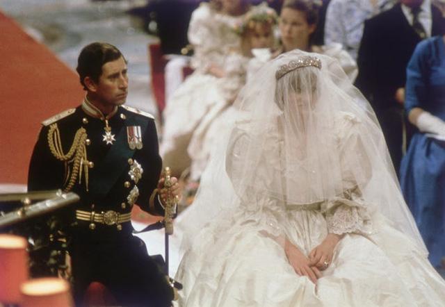 10 điều đặc biệt về chiếc váy cưới của Công nương Diana - Ảnh 10.