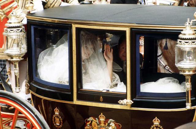 10 điều đặc biệt về chiếc váy cưới của Công nương Diana - Ảnh 5.
