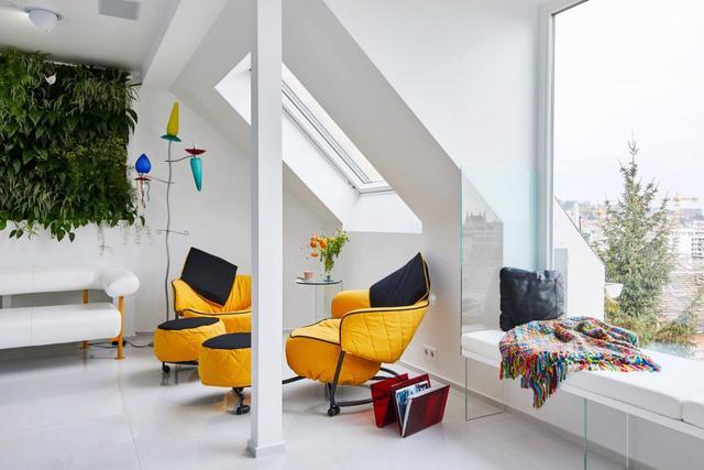 Căn hộ trắng toàn tập làm nền cho đồ nội thất màu neon - Ảnh 2.