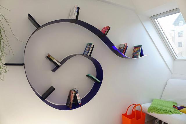 Căn hộ trắng toàn tập làm nền cho đồ nội thất màu neon - Ảnh 4.