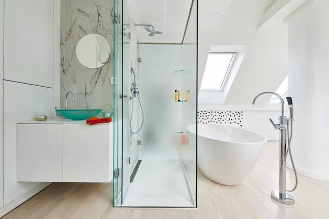Căn hộ trắng toàn tập làm nền cho đồ nội thất màu neon - Ảnh 5.